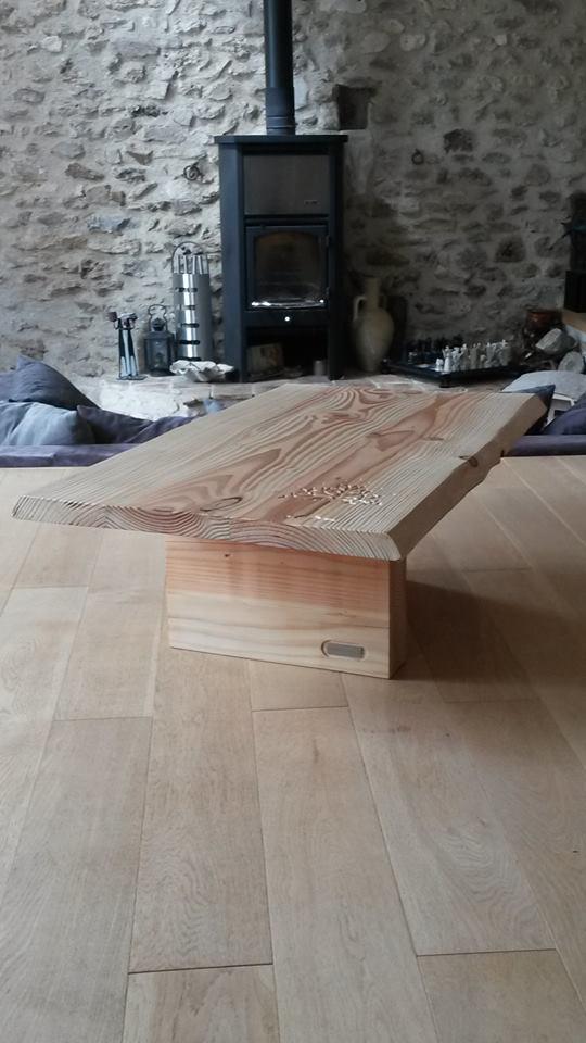 Table basse de salon avec arbre de vie gondor cabanologue for Largeur d une table