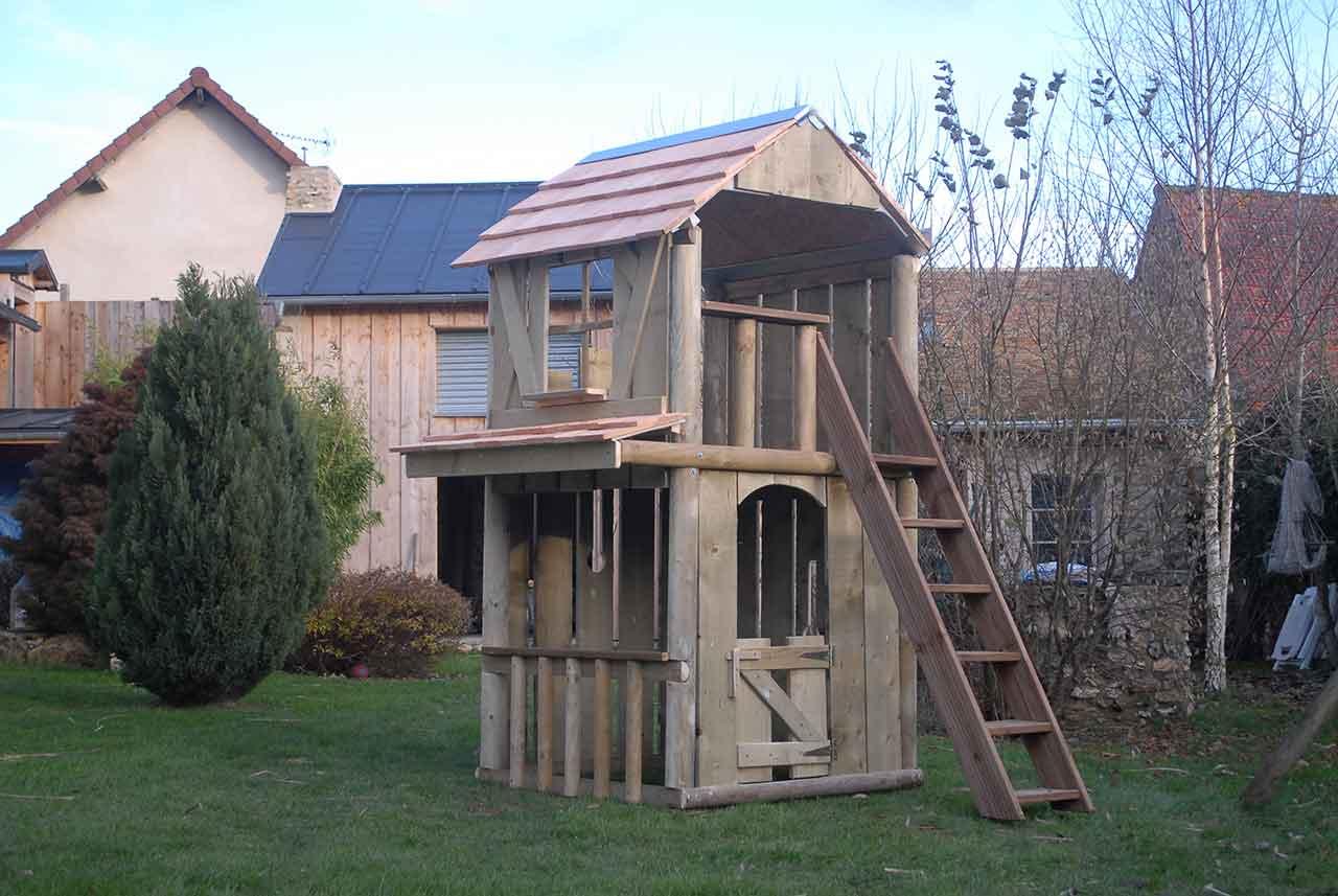 Cabane chateau fort avec choppe cabanologue for Cabane enfant bois occasion
