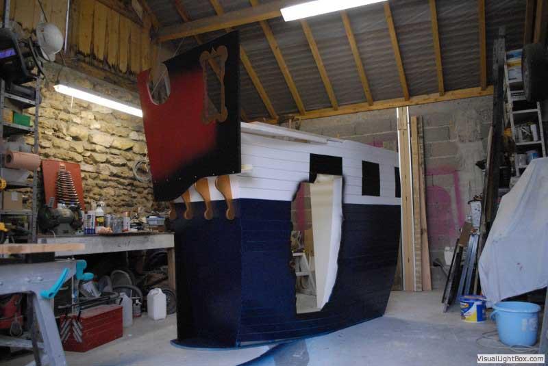 lit pirate enfant avec la forme d 39 un vrai bateau cabanologue. Black Bedroom Furniture Sets. Home Design Ideas